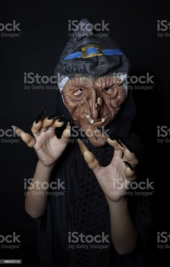 Niño vestido como scary bruja - foto de stock