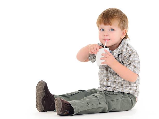 Garçon boire de jus de fruits - Photo