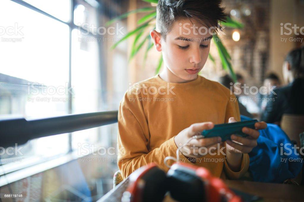 Boy enjoy the new technologies - Foto stock royalty-free di 8-9 anni