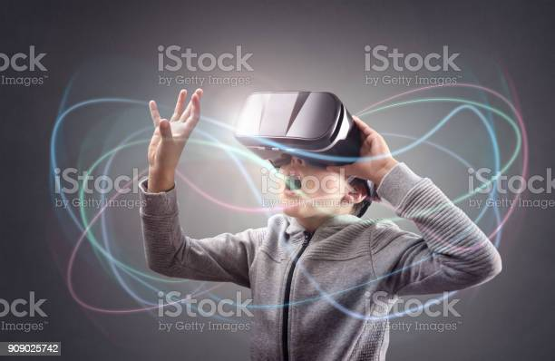 Boy experiencing using a virtual reality headset picture id909025742?b=1&k=6&m=909025742&s=612x612&h=vq2wkhacuhvsvrs2rgd brixjp9kknvmcv8lawniure=
