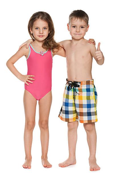 Deux enfants dans les maillots de bain - Photo