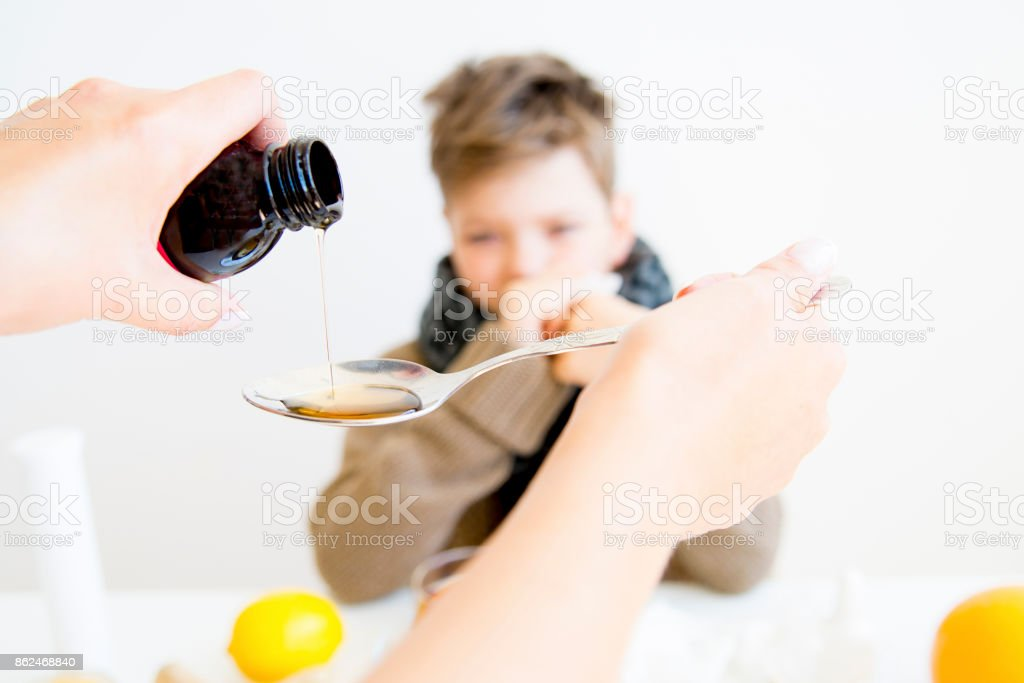 Boy tener gripe - foto de stock