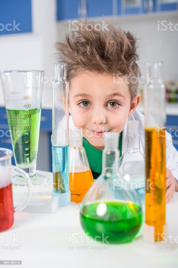 Boy in chemical lab royaltyfri bildbanksbilder