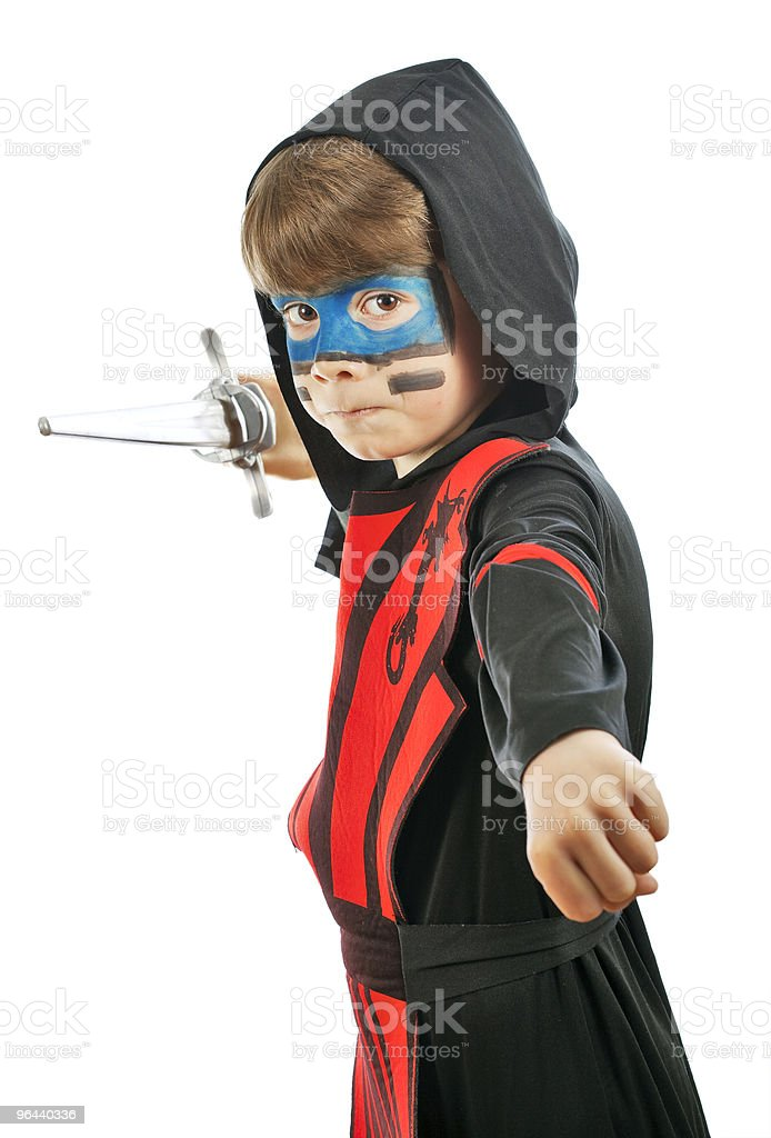 Menino fantasiado ninja e com uma espada - Foto de stock de Brincalhão royalty-free