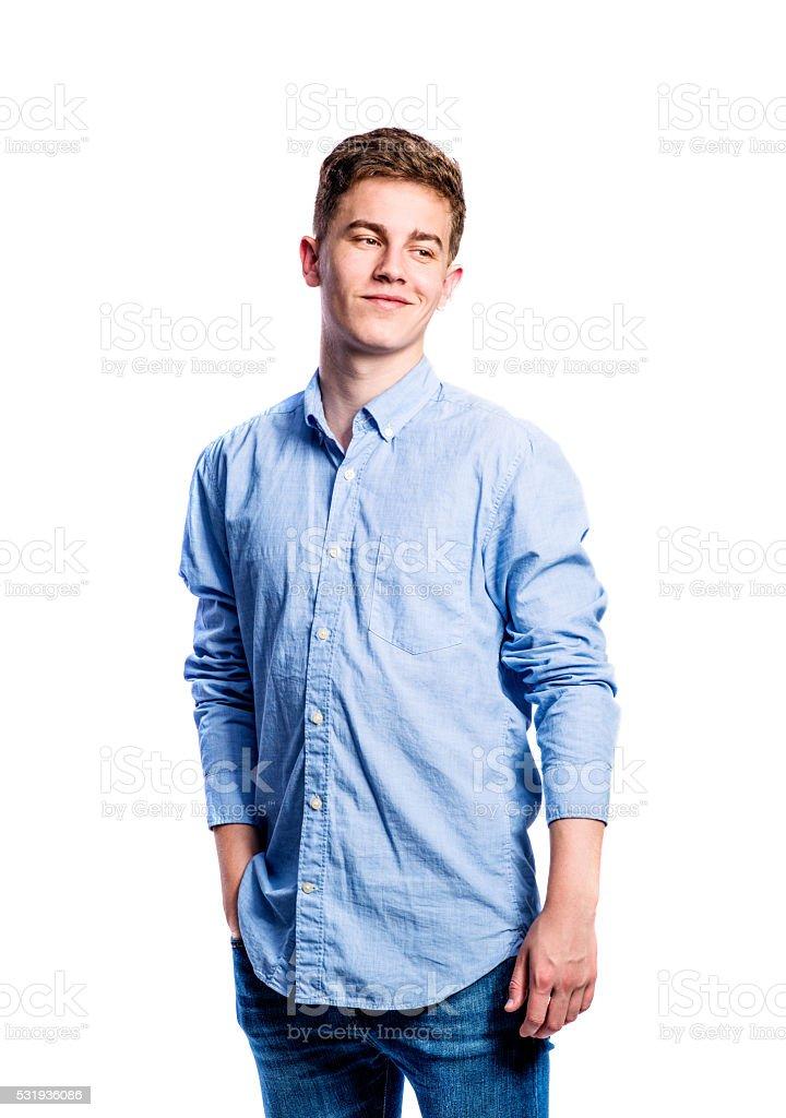 Chico En Pantalones Y Camiseta Hombre Joven Foto De Estudio Foto De Stock Y Mas Banco De Imagenes De A La Moda Istock