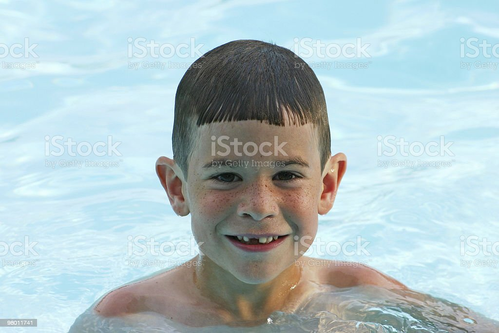 Boy in Pool royalty free stockfoto