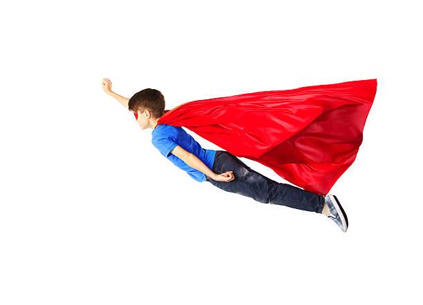 menino em vermelho cabo super-herói voando no ar e máscara - capuz - fotografias e filmes do acervo