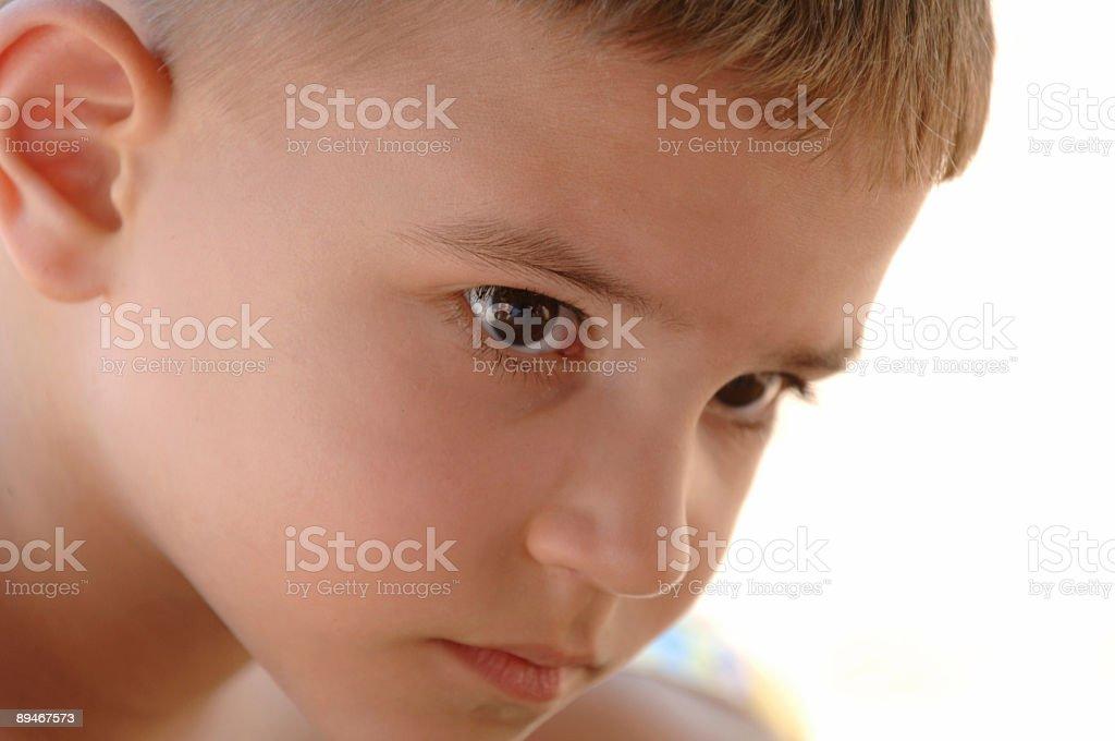 Junge aufmerksames Zuhören Lizenzfreies stock-foto