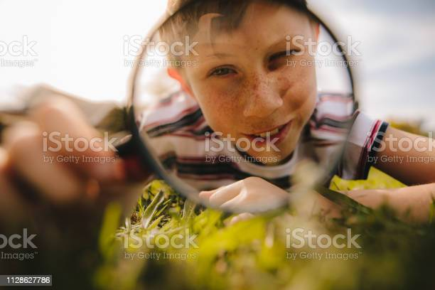 Boy looking through magnifying glass picture id1128627786?b=1&k=6&m=1128627786&s=612x612&h=lpujoar3pol3uvm07hjtlp7ogvbmamq7nfrrlvesxm8=