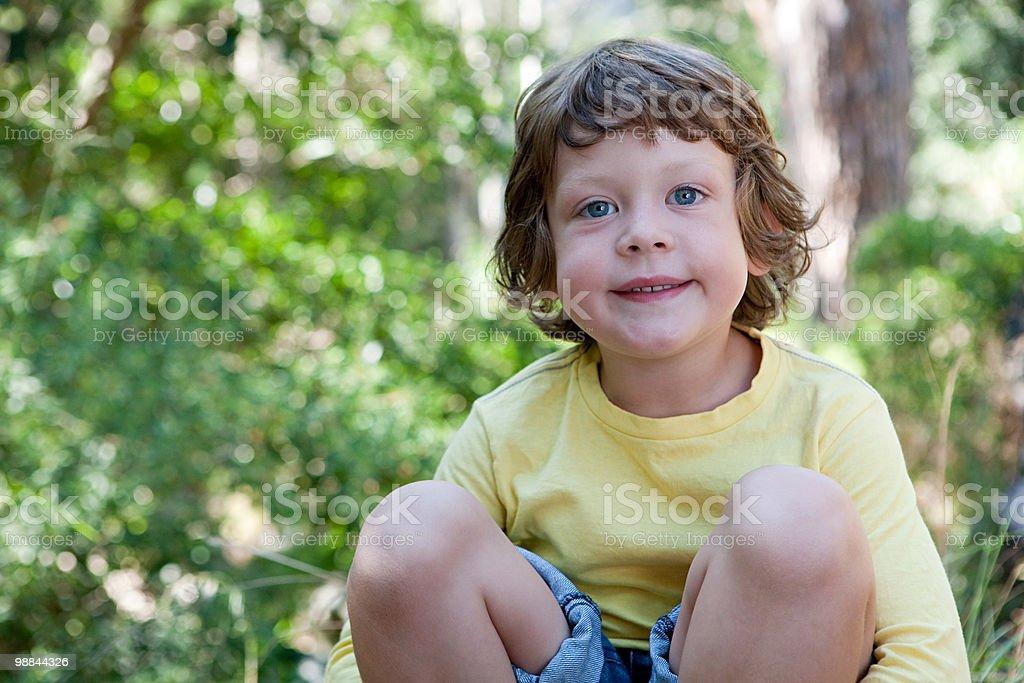 Rapaz ao ar livre foto de stock royalty-free