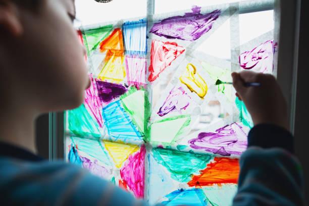 Fenêtre de peinture de garçon - Photo