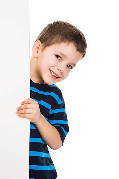 junge werfen sie vom weißen banner vertikal - peeping tom stock-fotos und bilder