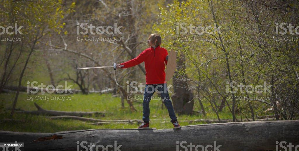 Kılıç ve canavar ile rol oynayan çocuk royalty-free stock photo