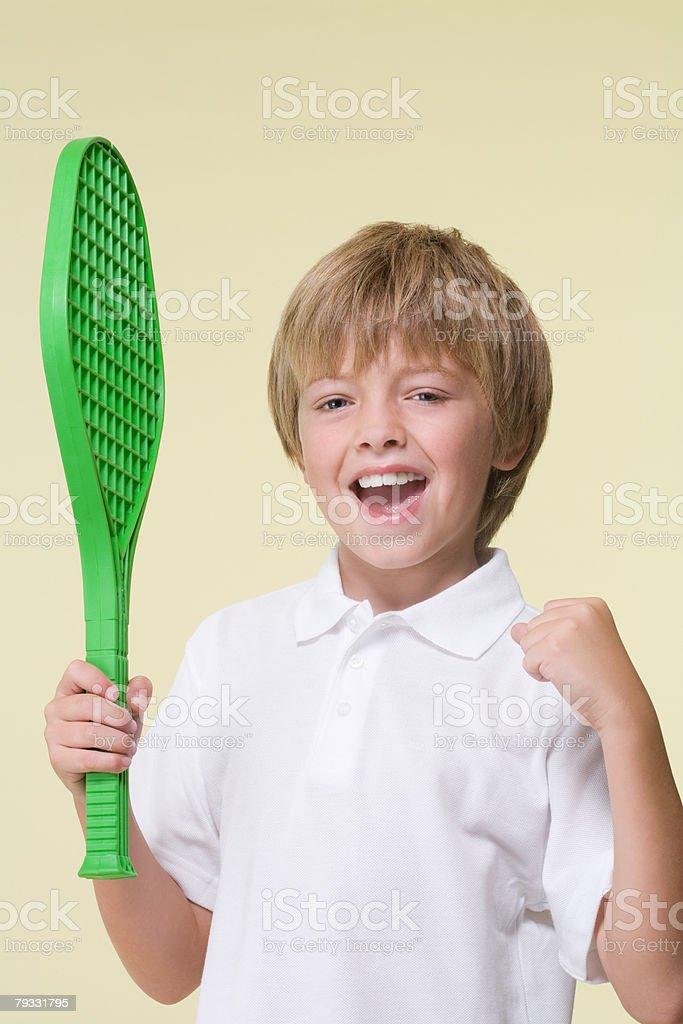 Junge spielt tennis Lizenzfreies stock-foto
