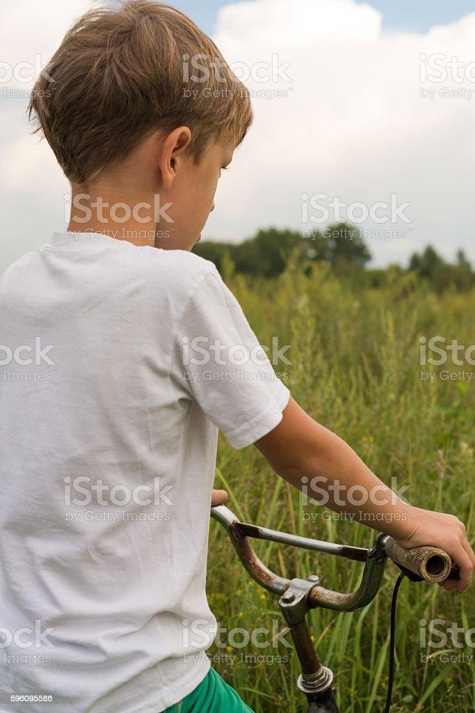 Boy riding a bike outdoors on a sunny day Lizenzfreies stock-foto