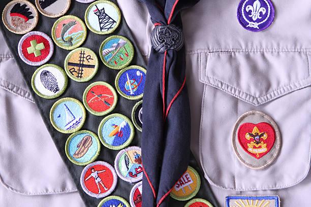 boy scout camisa con rango logarítmico y el mérito tarjetas de tarjeta - boy scout fotografías e imágenes de stock
