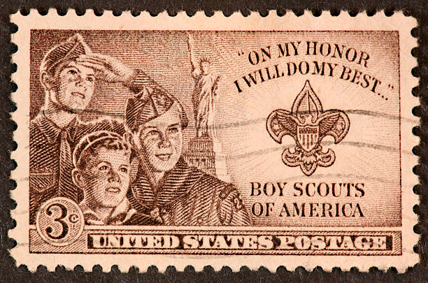 boy explorar sello de 1950 - boy scout fotografías e imágenes de stock