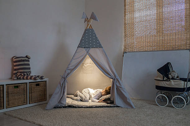 boy sleeps in the teepee - tipi zelt stock-fotos und bilder