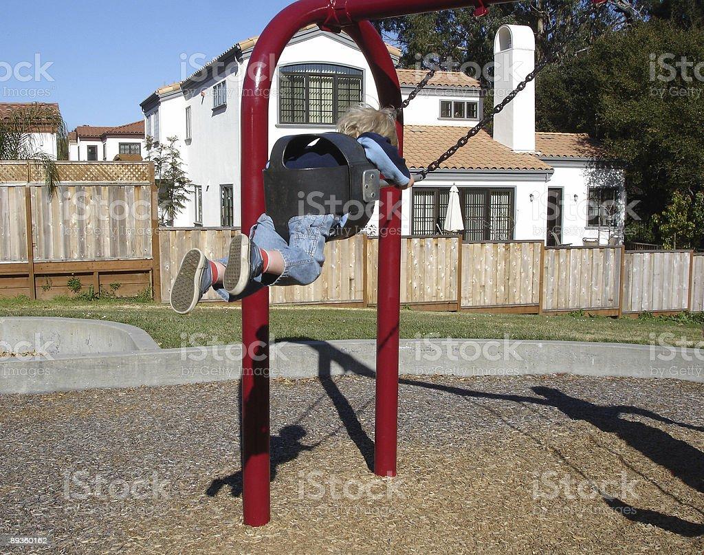 Boy swinging royalty free stockfoto