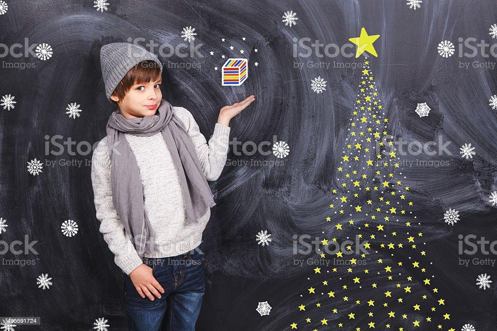 Junge Gedanken über Geschenk – Foto