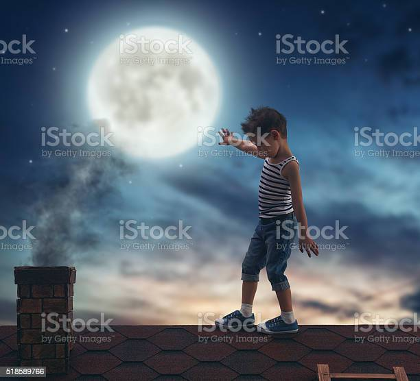 Photo of boy walks on the roof