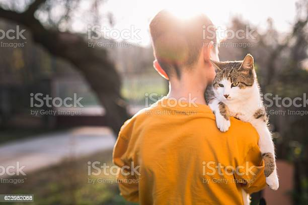 Boy with a cat on his shoulder picture id623982088?b=1&k=6&m=623982088&s=612x612&h=va03r1kgvwj ywydce14wxbzauplvabf4jchssckmo0=