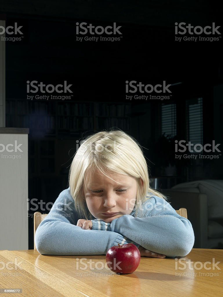 Boy with an apple foto stock royalty-free
