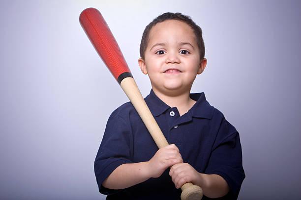Junge mit Baseballschläger – Foto
