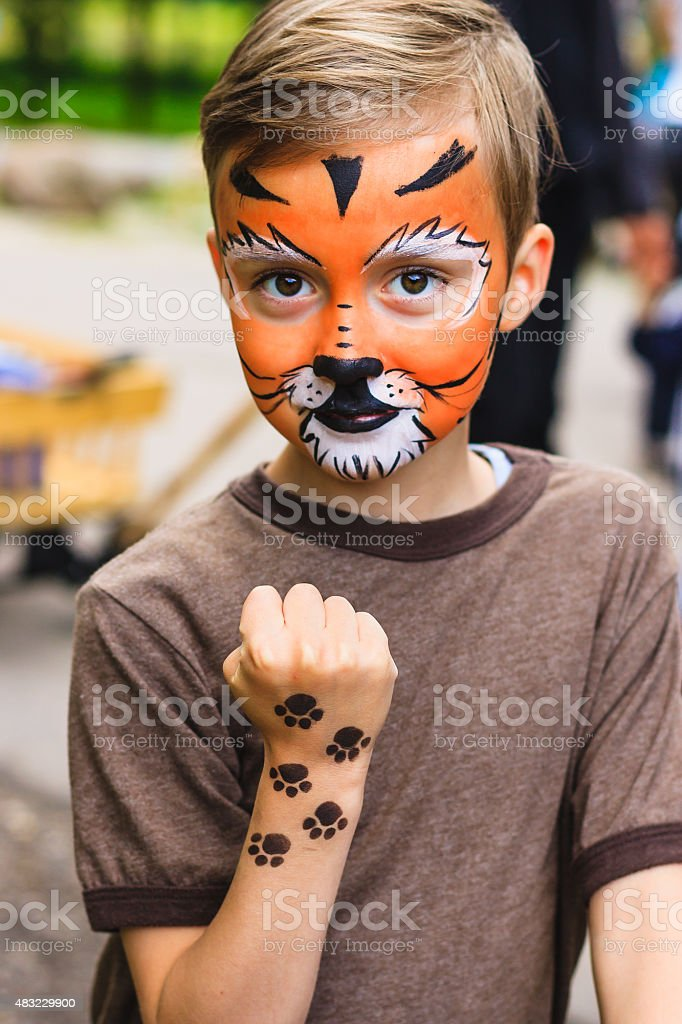 Chłopiec Z Malowanie Twarzy Tygrys Stockowe Zdjęcia I Więcej