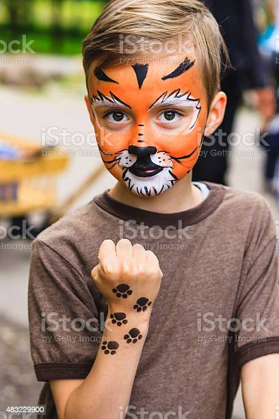 Boy with face painting tiger picture id483229900?b=1&k=6&m=483229900&s=612x612&h=xkhsesncyjqcyfubcffiic7vtahjautwxz0dl kqfmy=