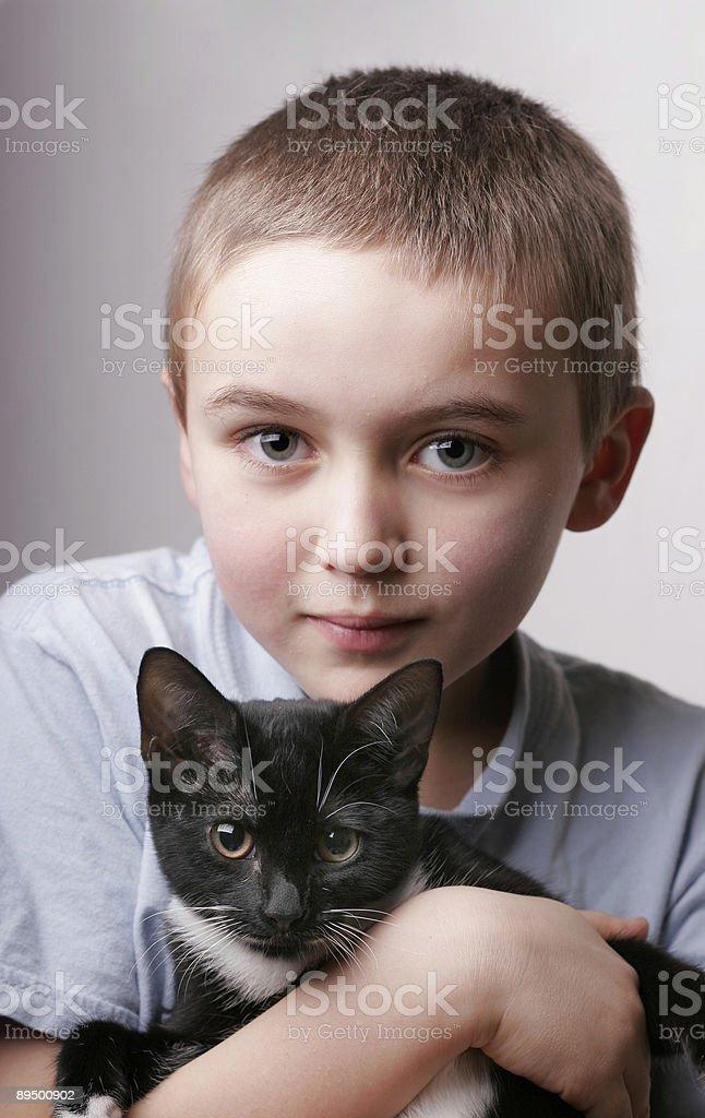 Ragazzo con gattino foto stock royalty-free