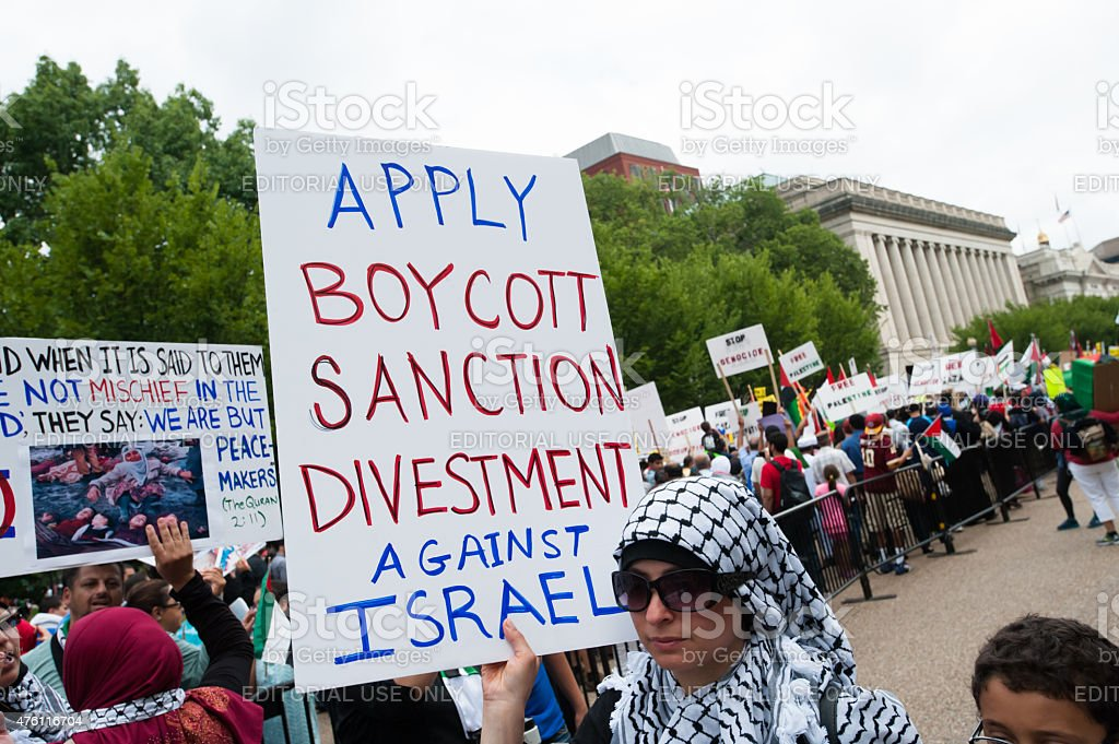 Boycott Divestment and Sanction Israel Washington, DC, USA - August 2, 2014: Some 10,000 demonstrators march on the White House in Washington, D.C., to protest Israel's offensive in Gaza, August 2, 2014. So far, Israeli attacks have killed at least 1,622 Palestinians, the majority of them civilians, including 326 children. 2015 Stock Photo
