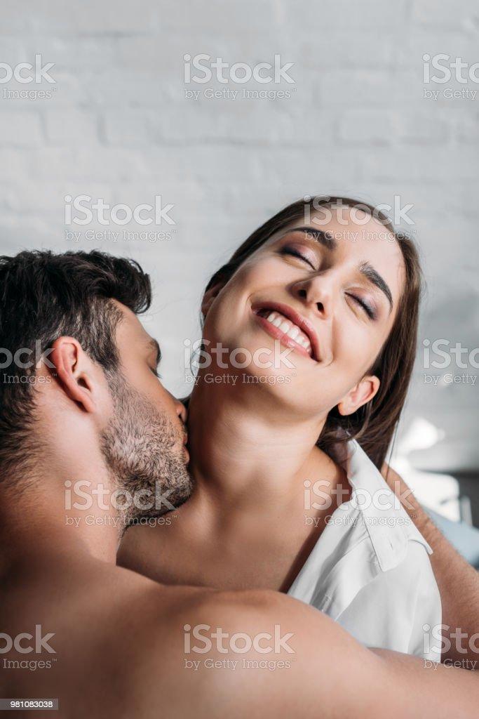 Am hals kussen
