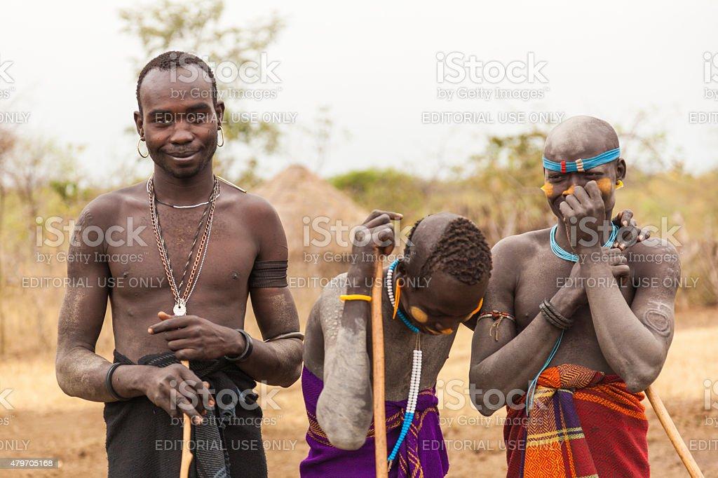 Muitas vezes Meninos E Homem Da Tribo Mursi Vale Do Omo A Etiópia - Imagens de  FG55