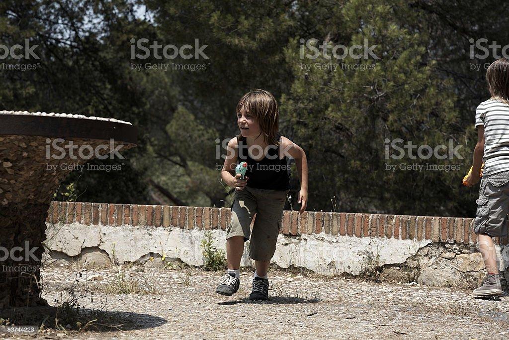 boys have a water fight royaltyfri bildbanksbilder