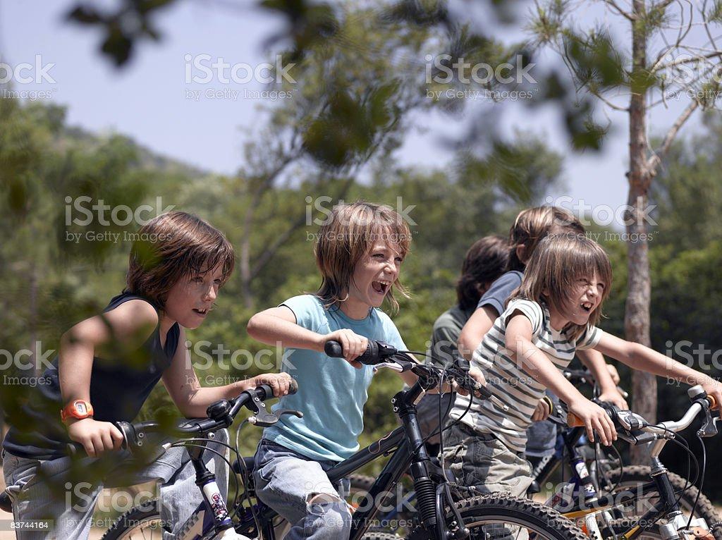 Ragazzo su biciclette foto stock royalty-free