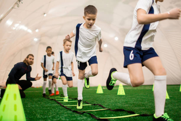 男の子 のトレーニング ストックフォト