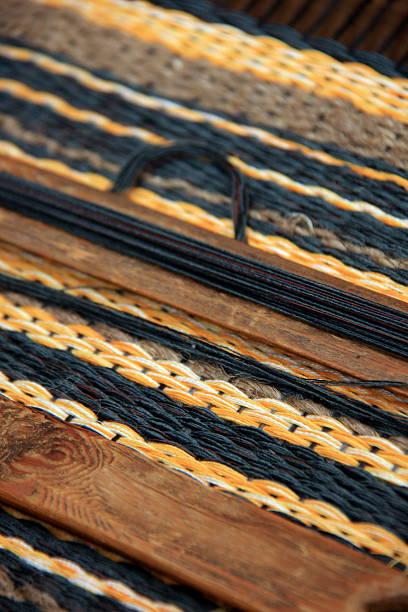 geflochtene teppich - hausgemachte teppichreiniger stock-fotos und bilder