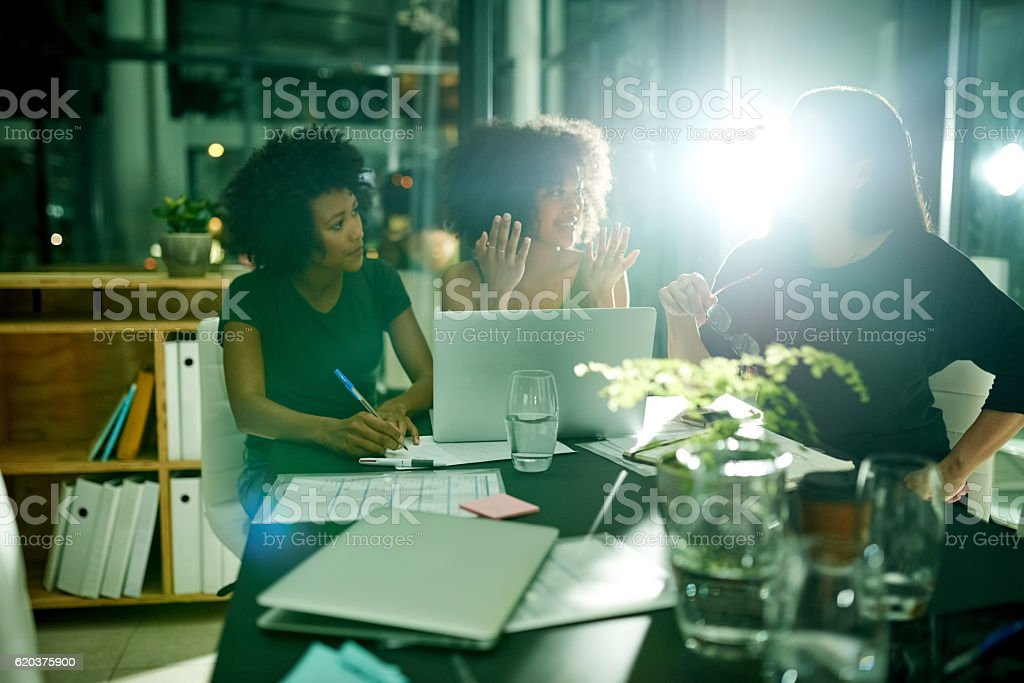 Brainstorming their way to a creative solution foto de stock royalty-free