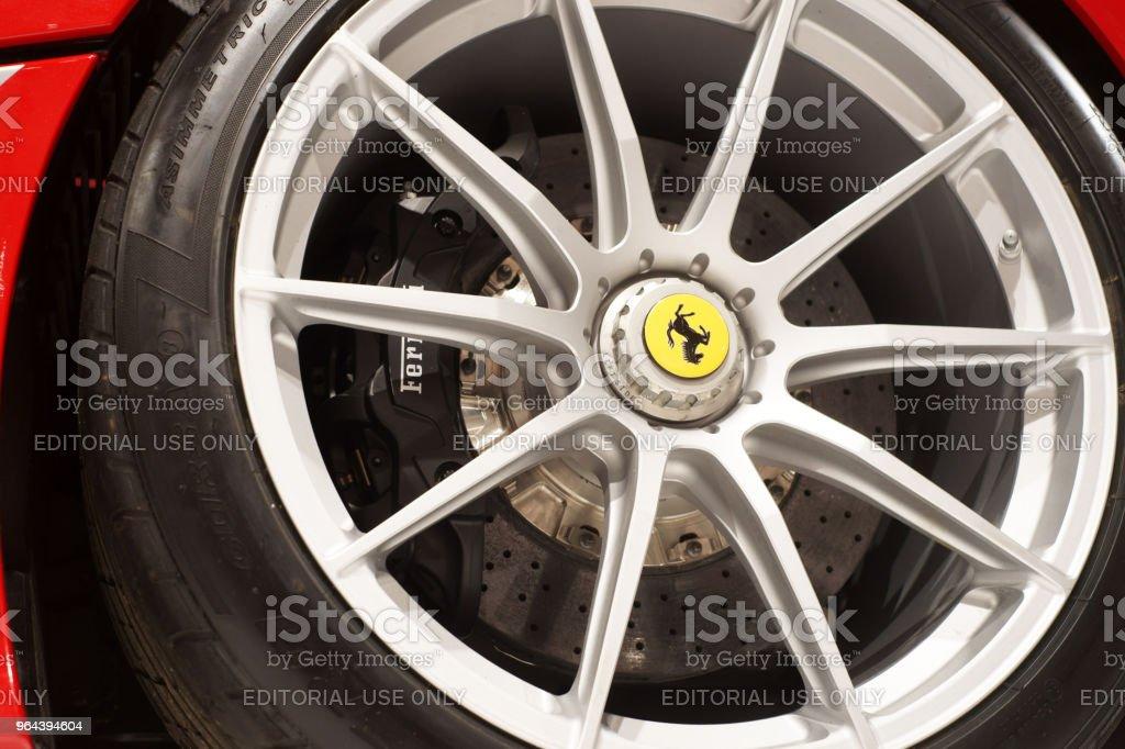 Rem disc en lichtmetalen velg van een Ferrari - Royalty-free Aluminium Stockfoto