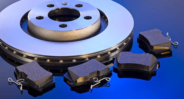 disque de frein et plaquettes - disque de frein photos et images de collection