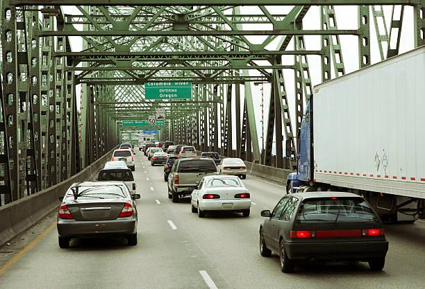 bridge - - pickup trucks stock-fotos und bilder