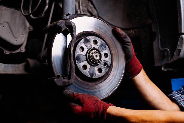 réparation de frein - disque de frein photos et images de collection