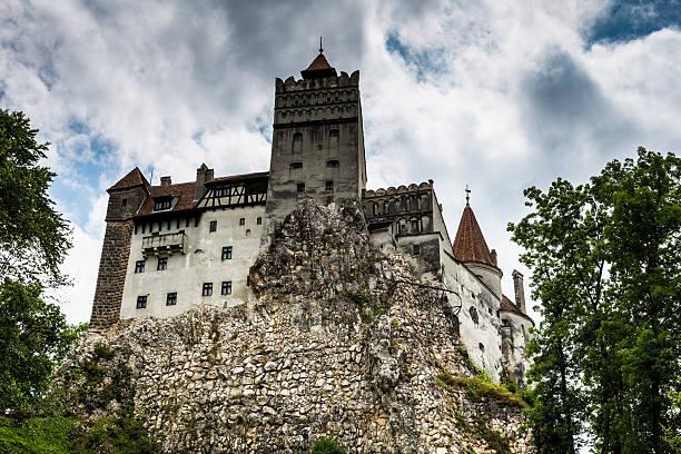 bran castle, bran, in transylvania, romania - graf dracula stock-fotos und bilder