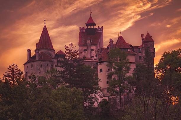 törzburg, rumänien - graf dracula stock-fotos und bilder