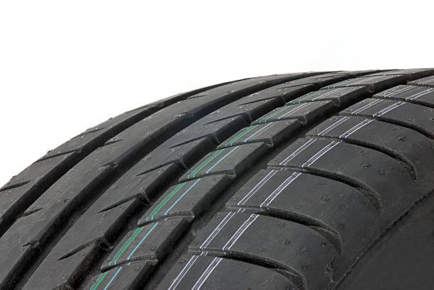 de nouveaux pneus d'été sports - rame pièce détachée photos et images de collection
