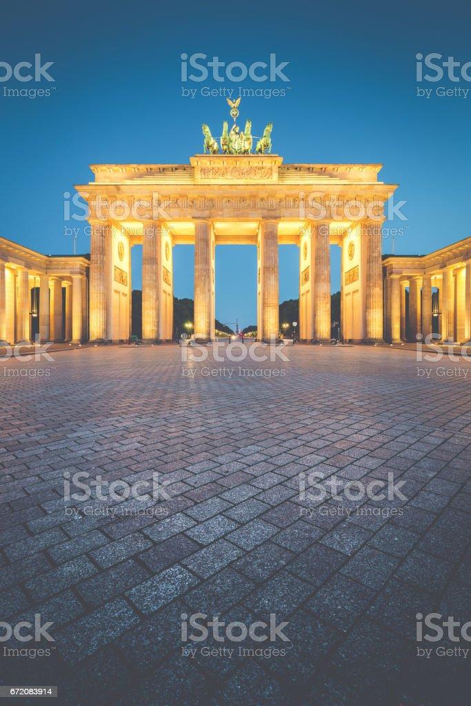 Brandenburg Gate in der Dämmerung, Berlin, Deutschland – Foto