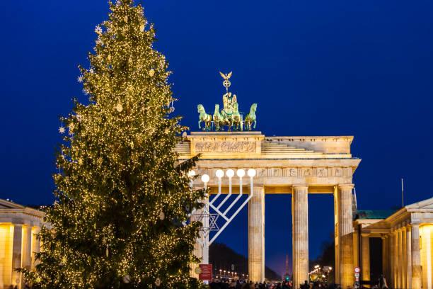 brandenburger tor at christmas time - weihnachten zdjęcia i obrazy z banku zdjęć