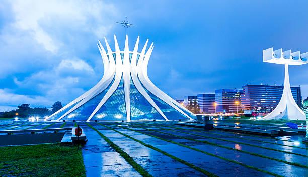 кафедральный собор бразилии в бразилии - бразилия стоковые фото и изображения