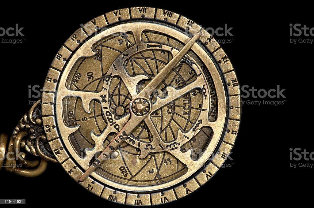 Astrolabio madieval latón, astronómico de un instrumento de navegación. - foto de stock